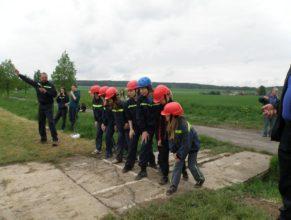 Starší děti SDH Vlčkovice před útokem.
