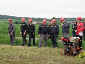 Muži SDH Vlčkovice před útokem.