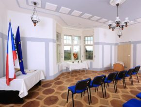 Zasedací místnost obecního úřadu.