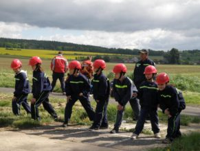 Mladší děti SDH Vlčkovice před útokem.